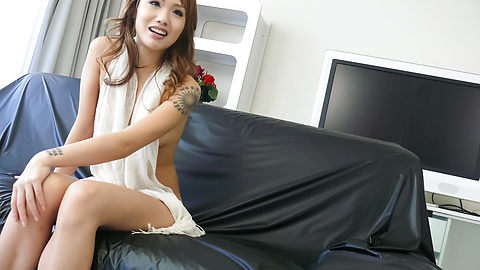 Luna - Soapy asian amateur Luna gets herself off - Picture 12