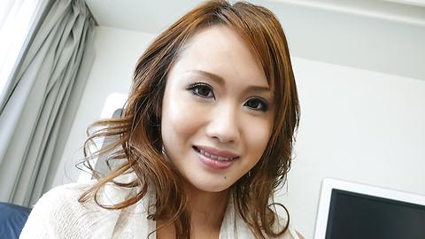 Luna - Soapy asian amateur Luna gets herself off - Picture 2