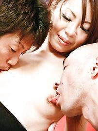 Mio Hiragi - 迷人的性感Asian寶貝猫咪撫摸和雙滲透 - 圖片11