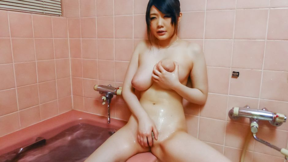 Rie Tachikawa in Asian amateur solo show
