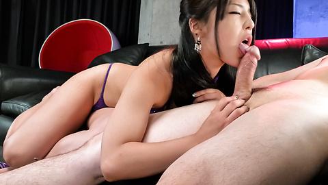 Eririka Katagiri - 片桐Eririka 且给出了独特的和排他性的口交 - 图片 11
