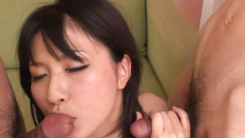 遥めぐみ - グループフェラで爆乳パイ射!遥めぐみ - Picture 5