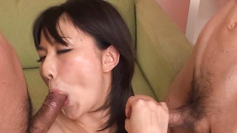 Megumi Haruka - Megumi Haruka licks two tools same time - Picture 6