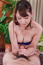 大場ゆい - 美巨乳大場ゆい~グループフェラ - Picture 6
