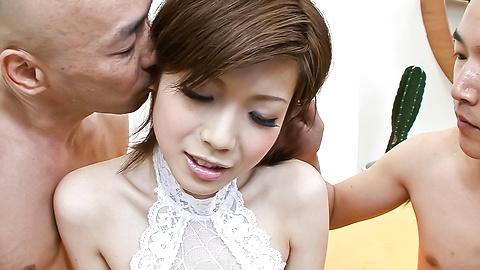 Mari Sasaki - 熱氣騰騰的三Mari Sasaki指性交的樂趣 - 圖片2