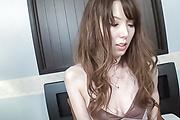 Yui Hatano - 介意吹热青少年沿着日本口交 - 图片 1