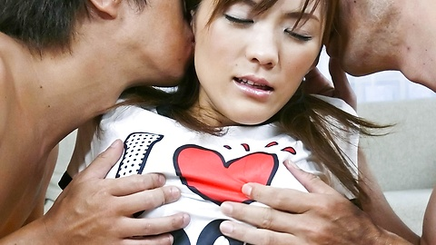 Nagisa Aiba - เรื่อง Threesome ที่ดีที่สุดกับนางิ ไอบะ ยัดเต็มของไก่และของเล่น -  1 รูปภาพ