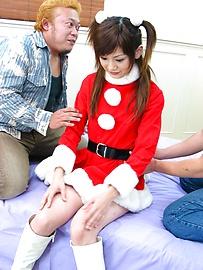 Anna Watase - เซ็กซี่ซานต้า Anna วาตาเซะ เล่นกับสอง Dicks -  1 รูปภาพ
