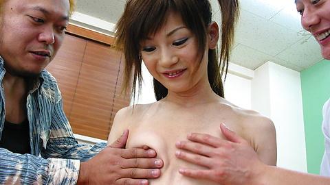Anna Watase - Sexy Santa Anna Watase玩兩個雞巴 - 圖片3