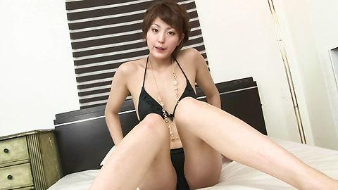 Saori - A Big Vibrator Has Saori's MILF Pussy Quivering - Picture 2