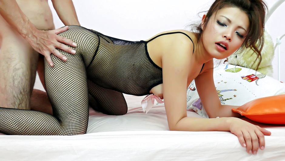 Yurika Gotou gets doggy through fishnets