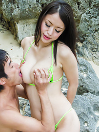 Kaede Niiyama - Outdoor porn scenes with Japanese milfKaede Niiyama - Picture 4