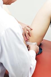 Sakamoto Hikari - 嬌小的Asian女生性交在醫學考試 - 圖片12