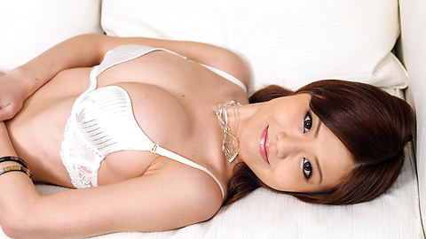 Nao - Sexy Nao in white lingerie menggelitik buah dadanya - gambar 1