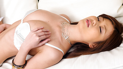 Nao - Nao เซ็กซี่ในชุดชั้นในสีขาวจะลวนลามหน้าอกของเธอ -  3 รูปภาพ