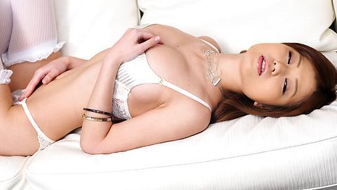 Nao - Nao เซ็กซี่ในชุดชั้นในสีขาวจะลวนลามหน้าอกของเธอ -  4 รูปภาพ