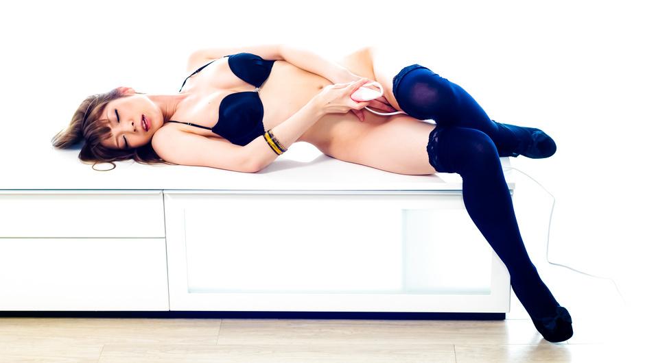 John Banksライブチャット可愛い美巨乳オッパイのギャル系美少女コリコリ乳首をチクニー動画ぷるんぷるんオッパイ髪ブラしながらエロ配信個人撮影Milla di Castro富山村