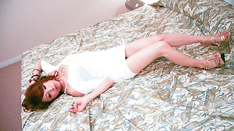 Aya Sakuraba - 精力充沛的日本雞公雞吮吸和釘在她的陰部硬 - 圖片5